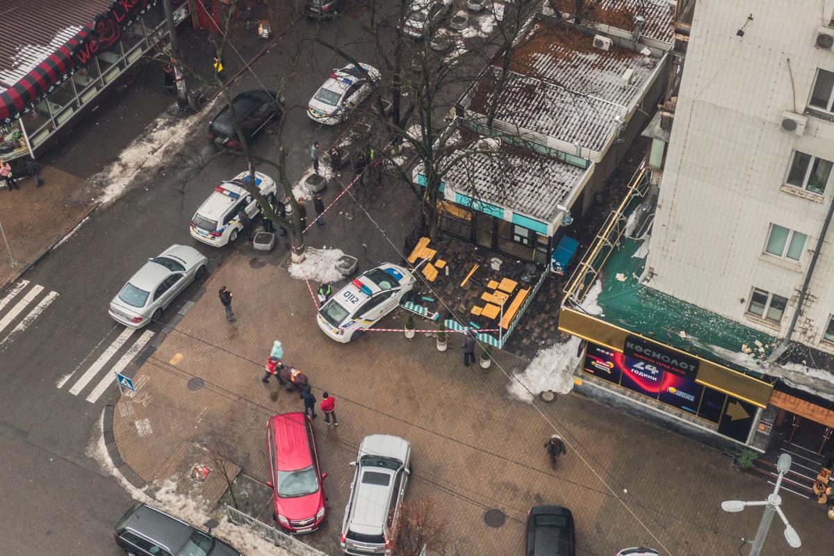 Полицейские оцепили территорию ДТП