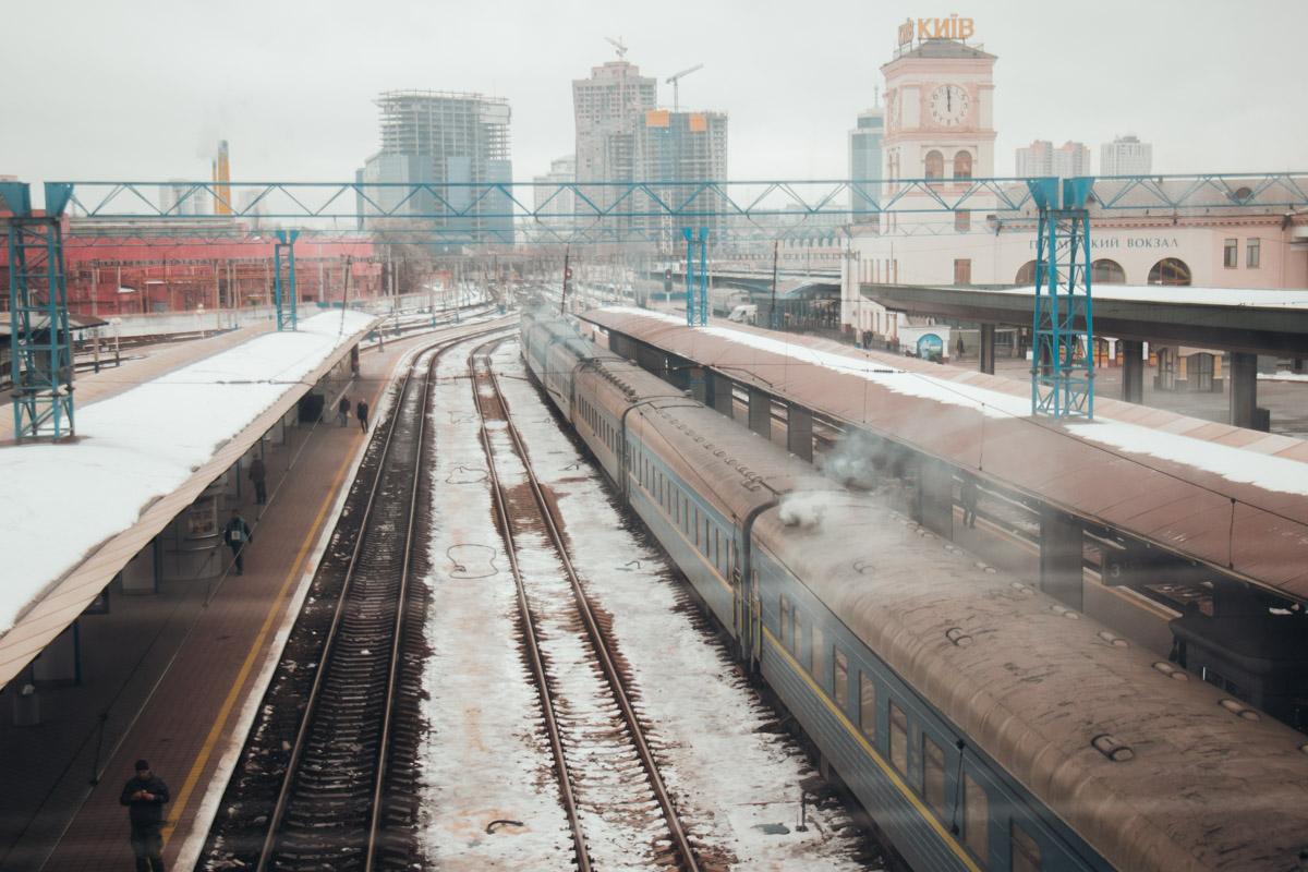 В связи с этим железнодорожники уже пообещали запустить дополнительно 30 составов