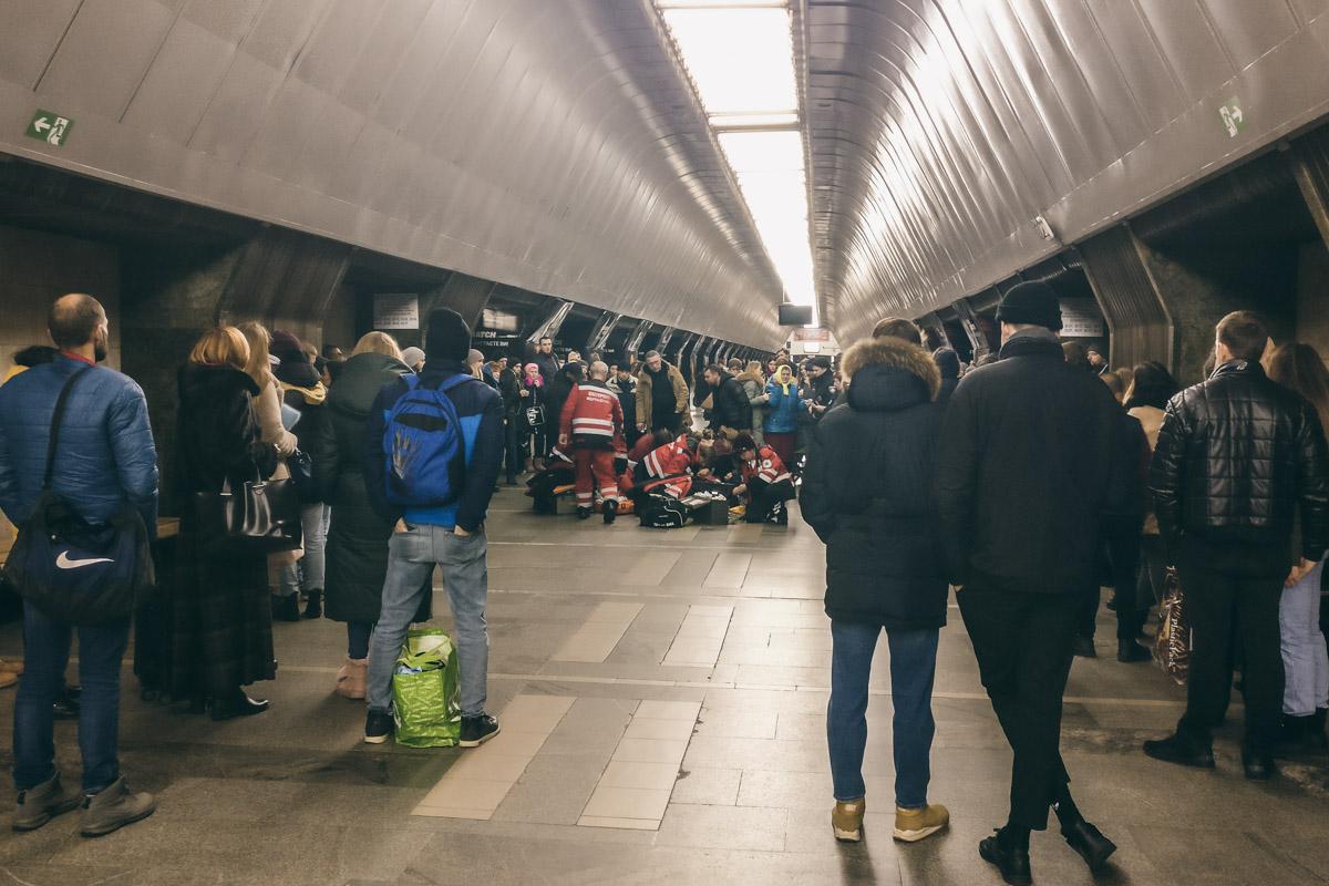 """На перроне станции метро """"Дворец Спорта"""" умерла 9-летняя девочка"""