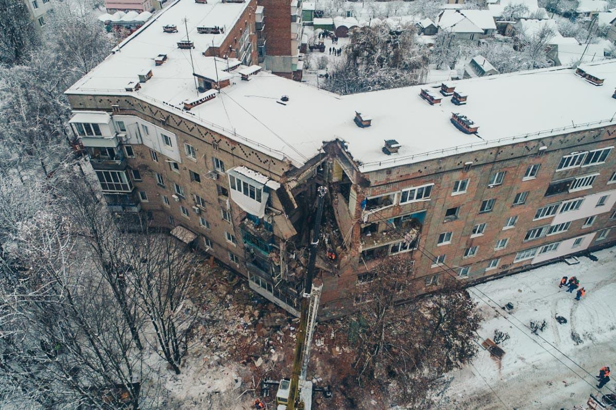 Спасатели разбирали обломки здания около 5 часов