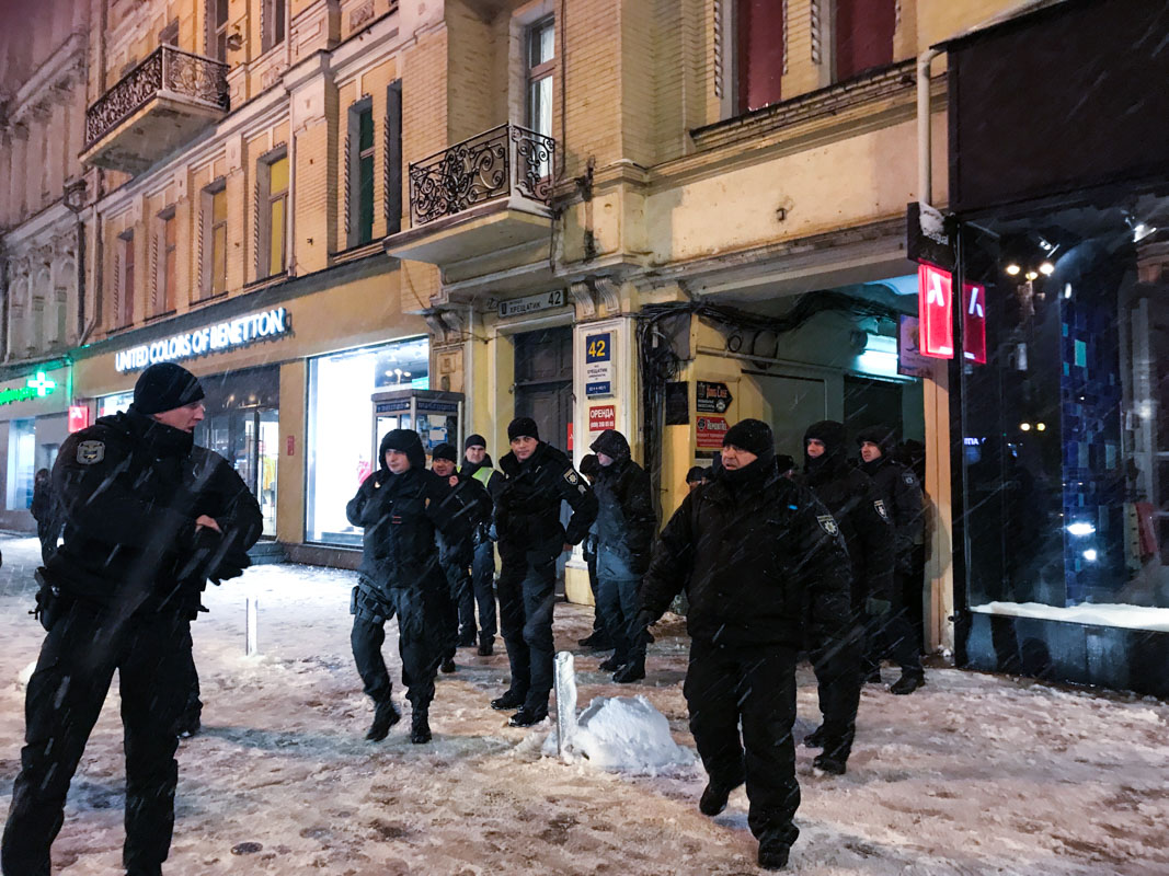 "Правоохранители провели гостей из Франции на стадион ""Олимпийский"" прямо к началу матча"