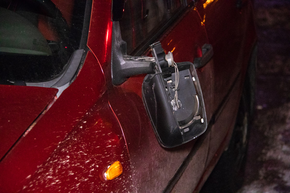 С слов водителя легковушки, он завершал маневр на мигающий оранжевый сигнал светофора