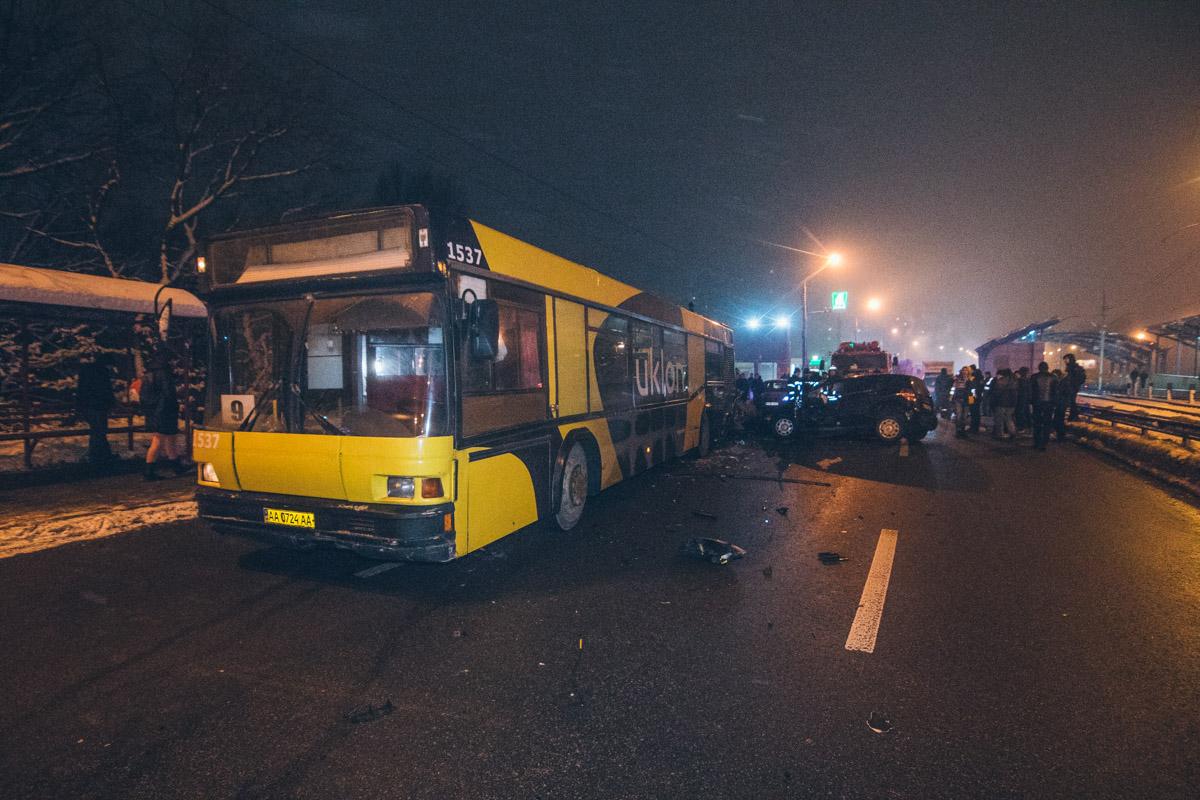 Столкнулись Mercedes A130 и автобус №9