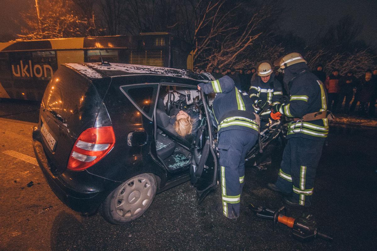 В Киеве на проспекте Леся Курбаса на путепроводе произошло смертельное ДТП