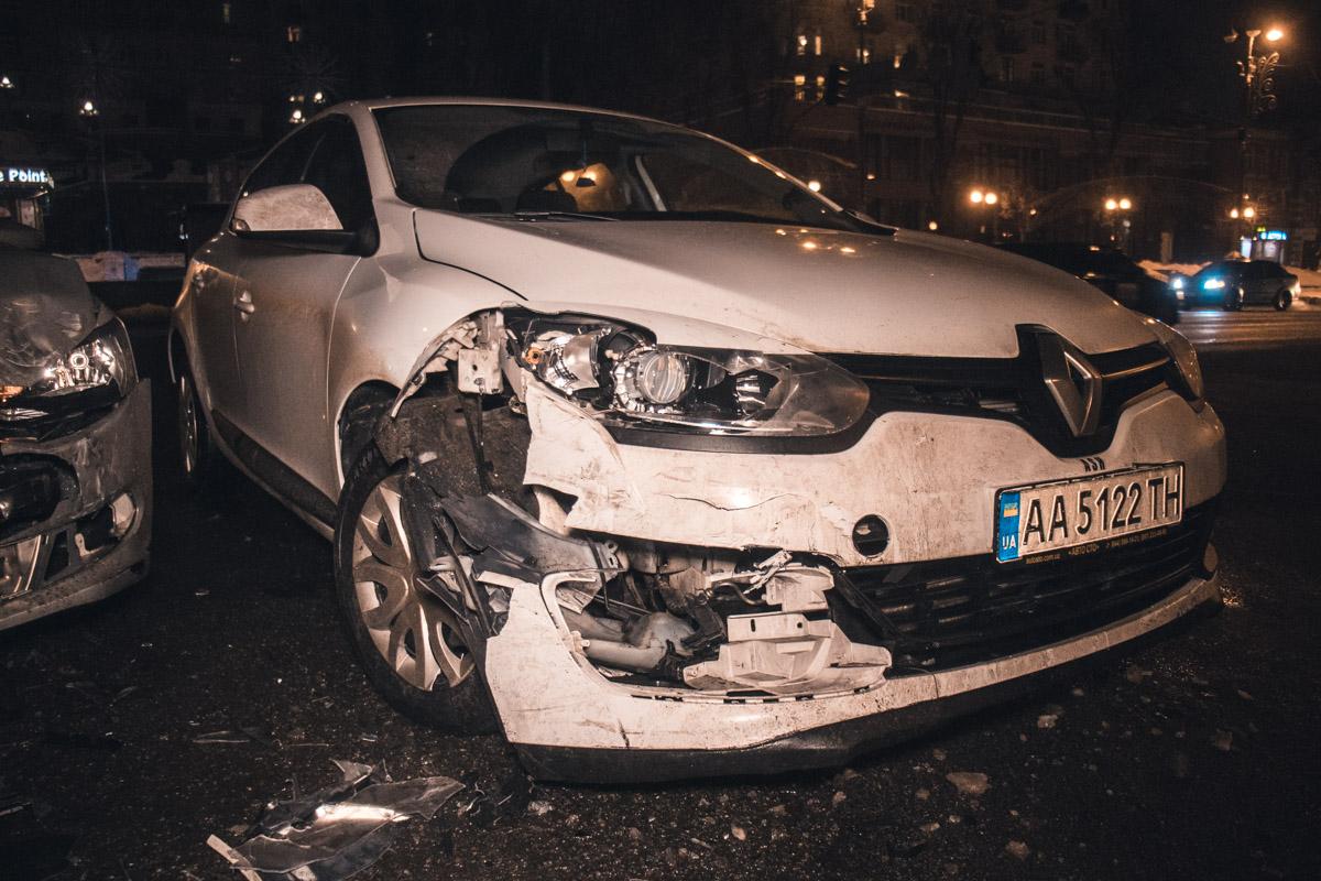 Водитель Renault пытался проскочить на красный сигнал светофора