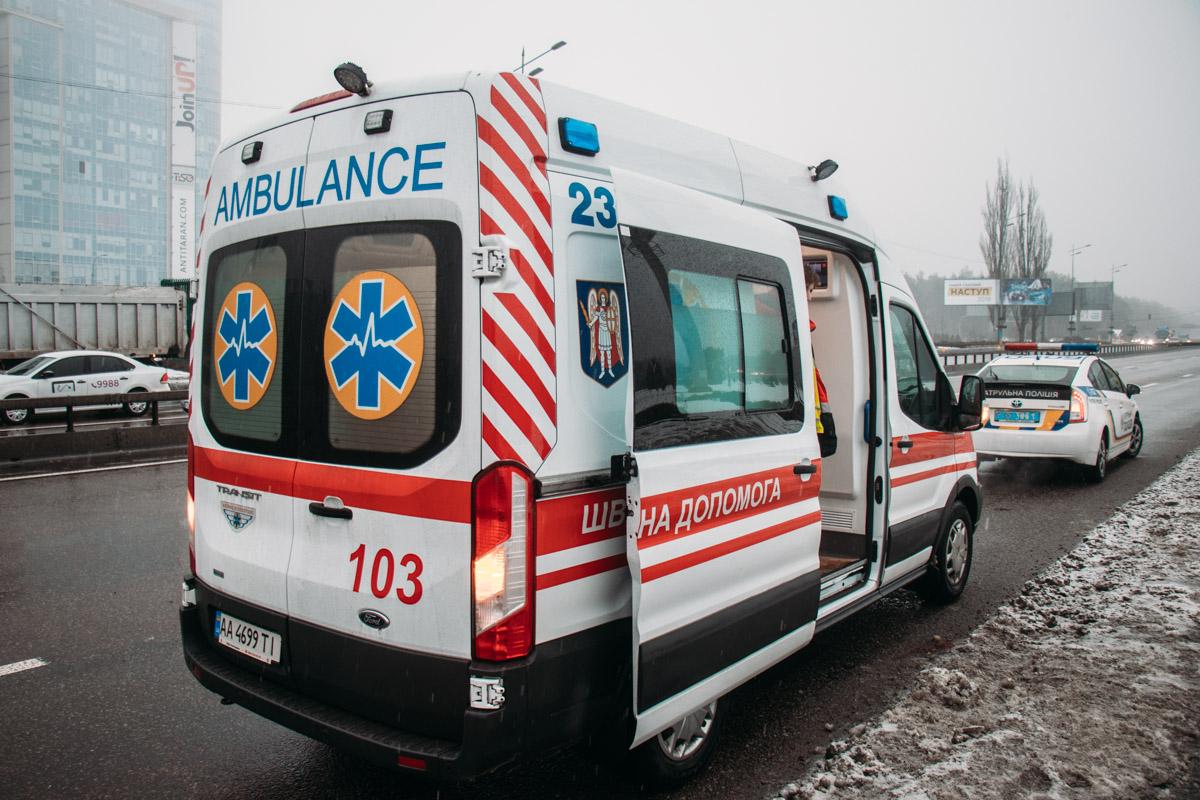 """На месте работал экипаж патрульной полиции, две бригады спасателей, """"скорая"""" и следственно-оперативная группа"""