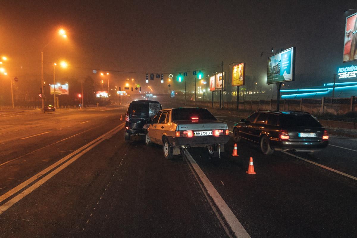 На Броварском проспекте в Киеве в ДТП попало четыре машины