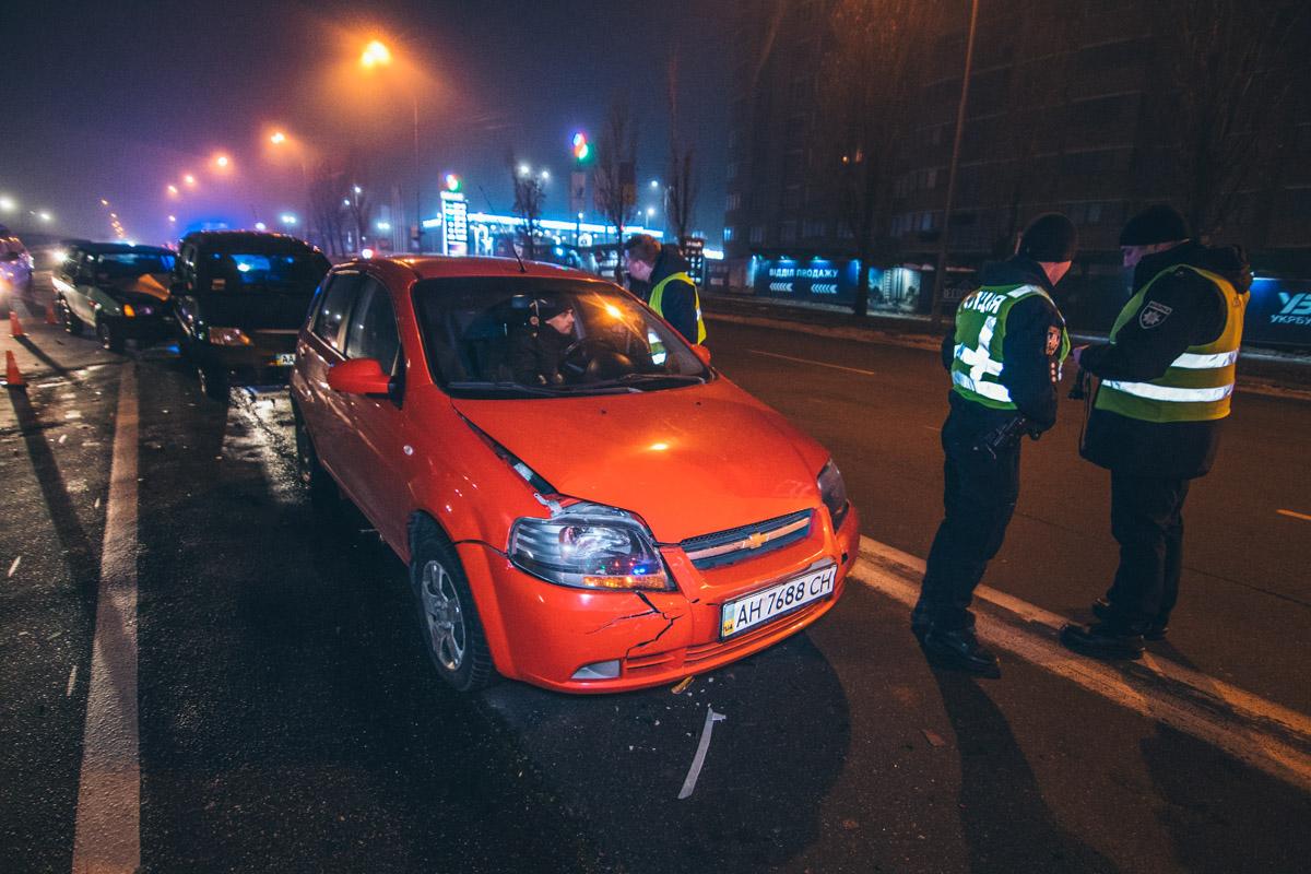 Минимальные повреждения получила только стоявшая впереди Audi - ее водитель уехал сразу после оформления ДТП