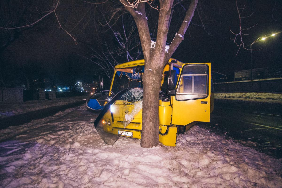 В Киеве на улице Академика Булаховского произошло ДТП с пострадавшими