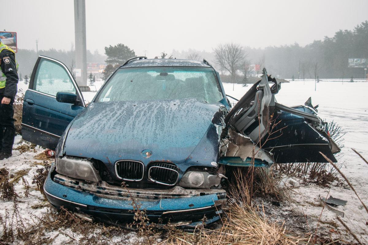 Возле станции метро Бориспольская произошла авария с участием автомобиляBMW