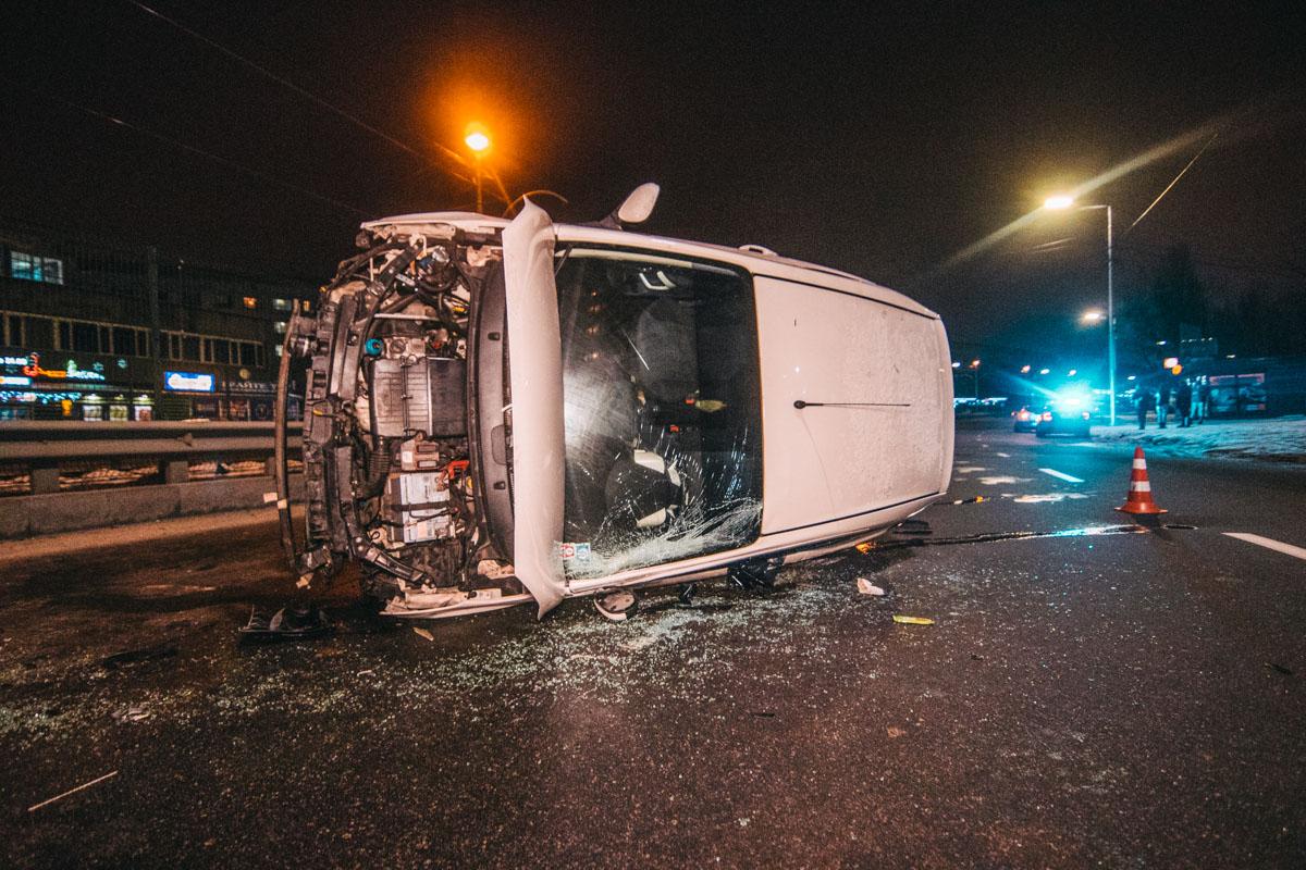 """По словам женщины, находившейся за рулем """"американца"""", она пыталась избежать столкновения с другим авто"""