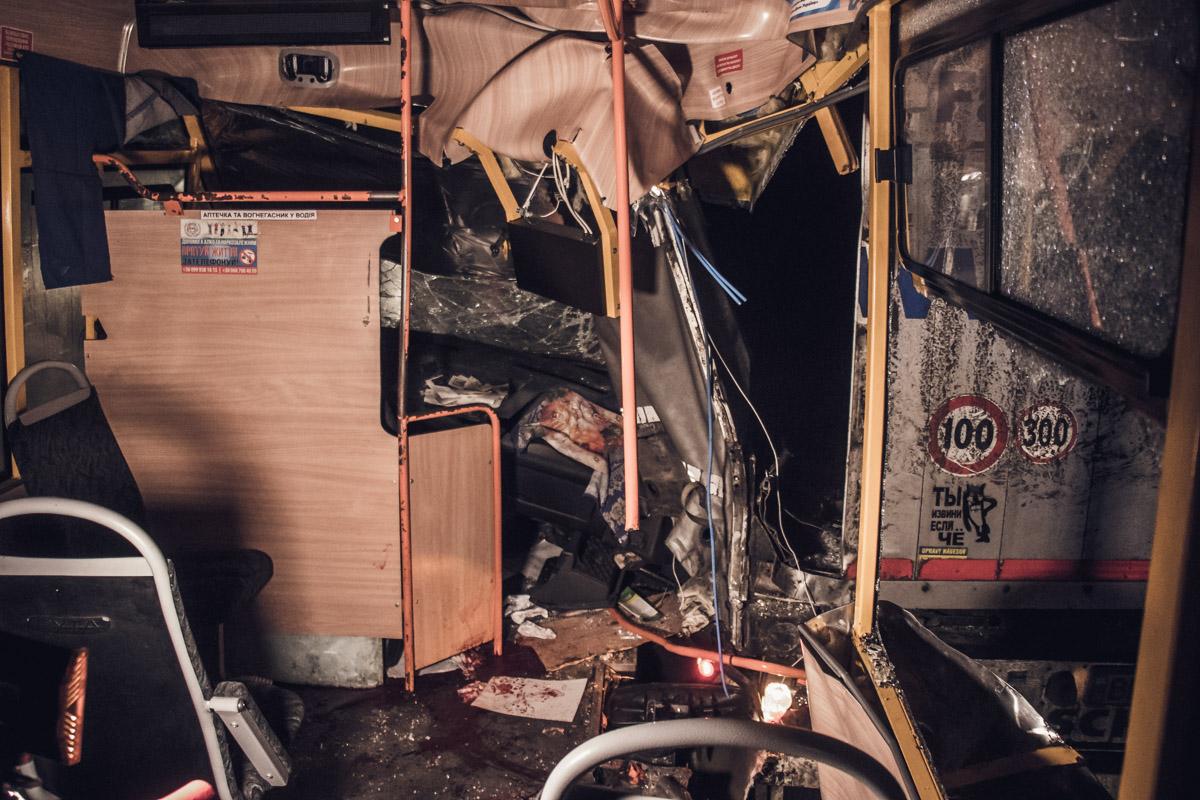 Мужчина, который сидел на переднем правом сидении, скончался в карете скорой помощи