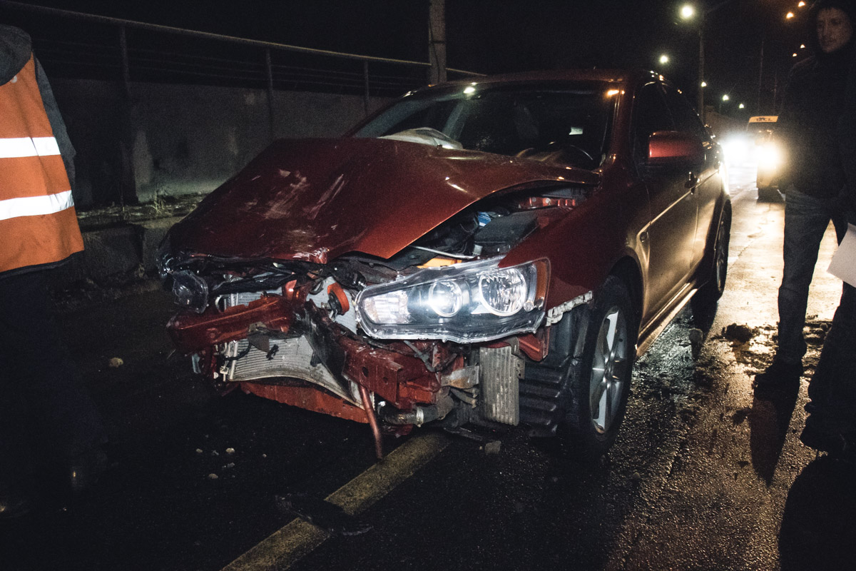 На мосту Метро произошла авария с участием автомобилейMitsubishi Lancer и Renault Clio