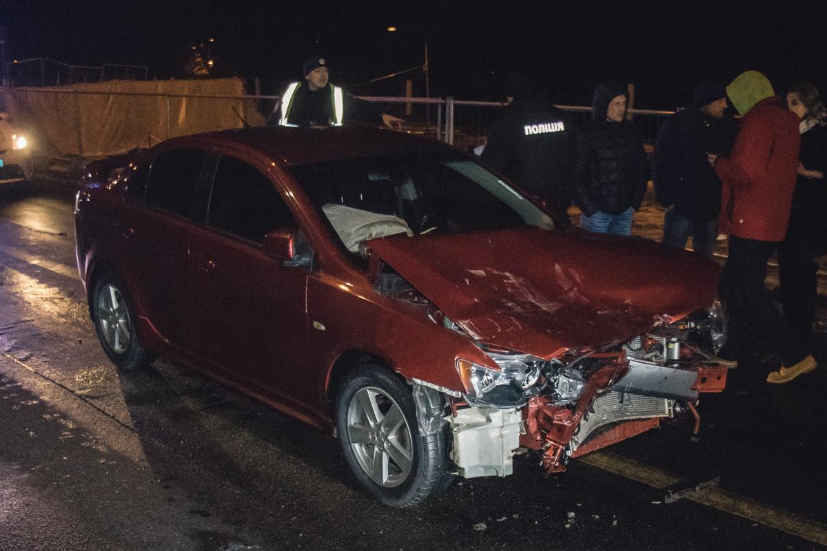 Водитель Lancer на высокой скорости не справился с управлением и влетел в заднюю часть Clio