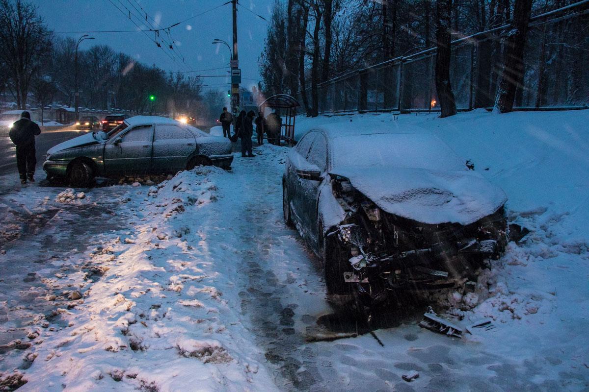 В среду, 12 декабря, в Киеве по адресу проспект Науки, 48 произошло ДТП с пострадавшими