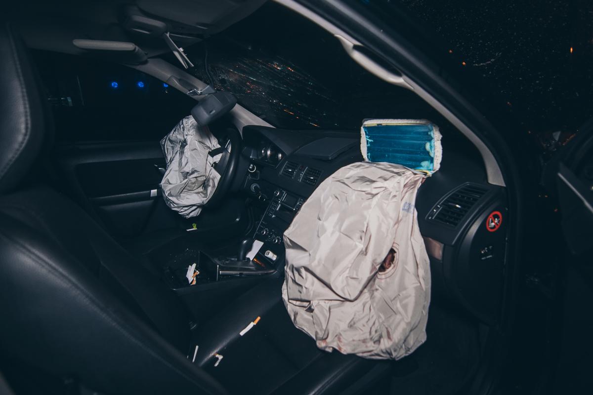 Водитель пробил головой лобовое стекло