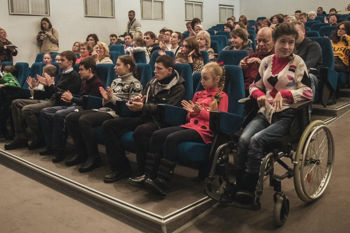 Футболисты и Владимир Федорович выразили уважение детям, а также поддержали и поблагодарили их родителей за мужество