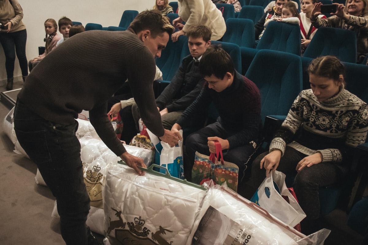 Дети были очень рады подаркам и не переставали благодарить клуб за оказанное уважение
