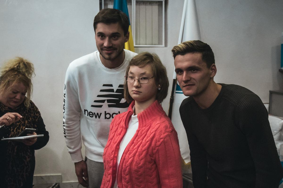 В конце мероприятия все желающие могли сфотографироваться с футболистами и получить памятный автограф