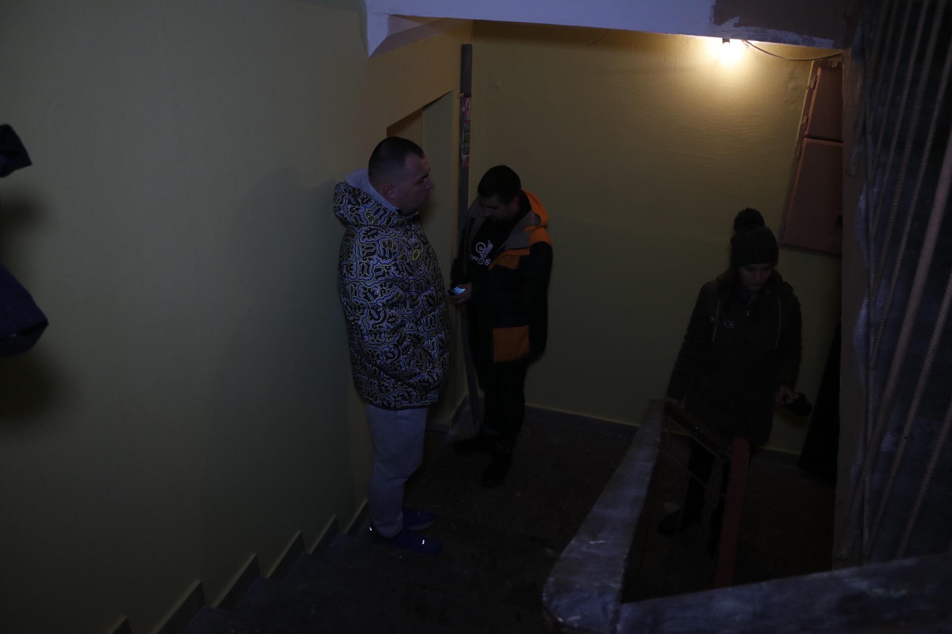 Также отец ребенка отметил, что проблемы с лифтами в их доме постоянно