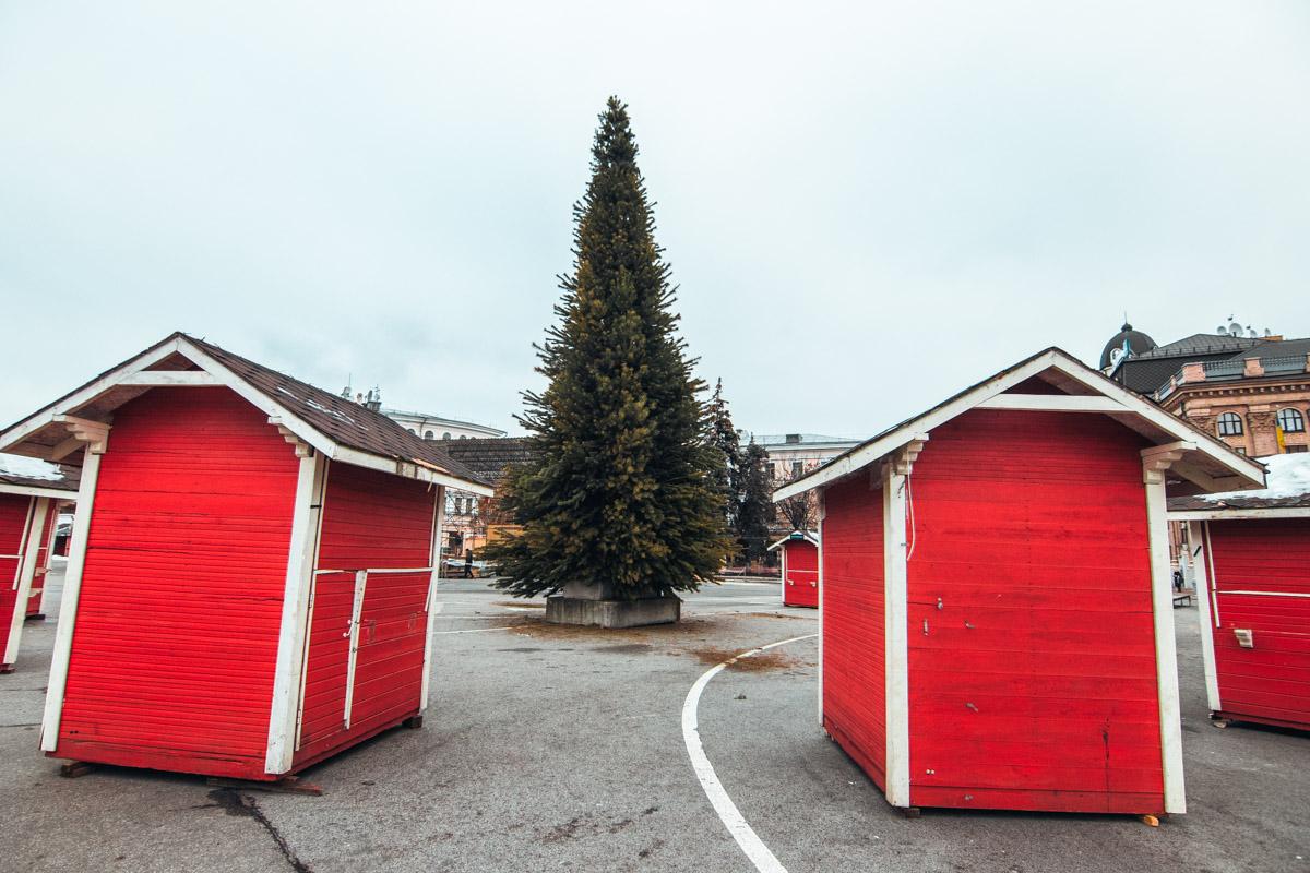Зимний городок уже практически готов к продаже глинтвейна
