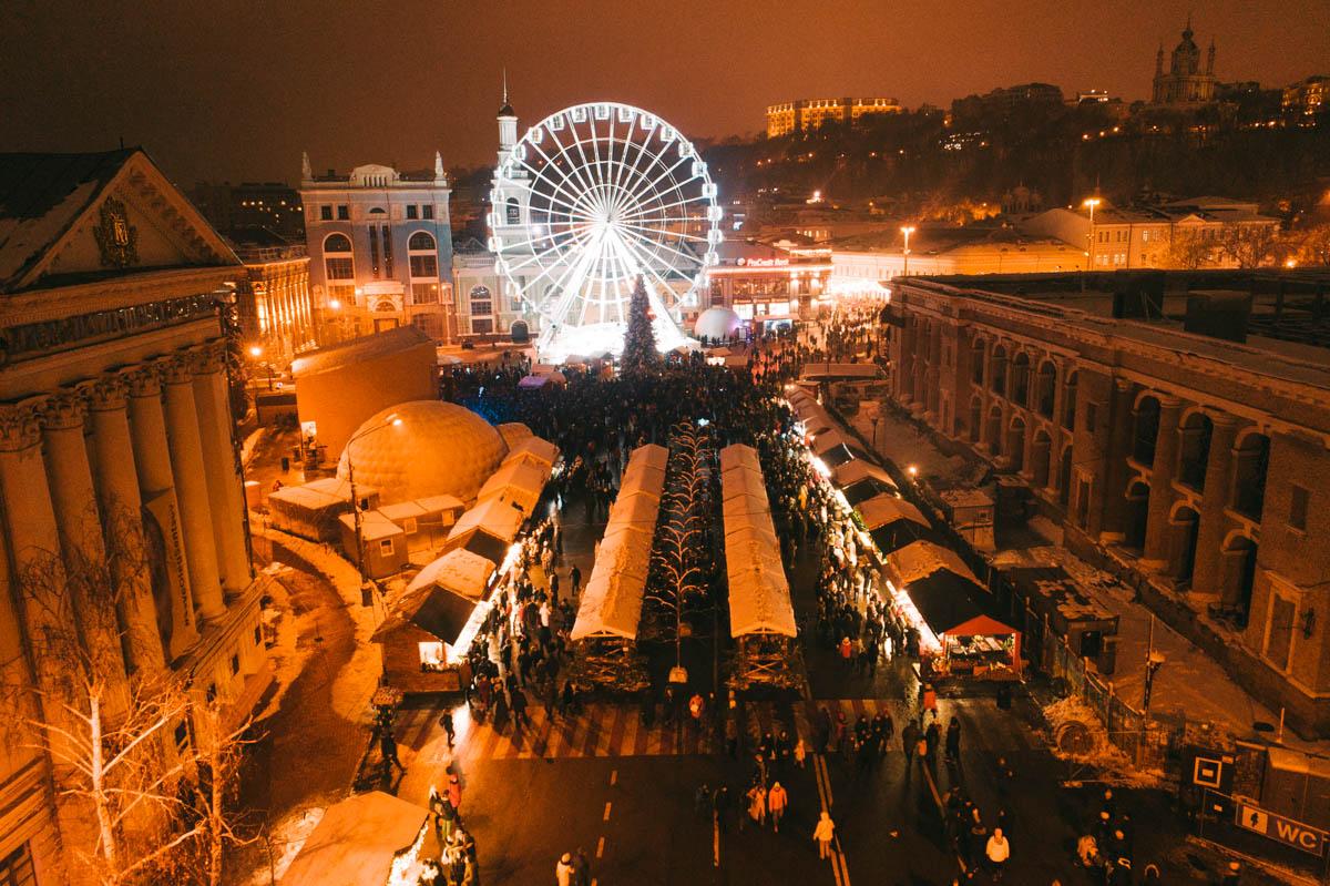 Город наполнен магией праздника, и это навевает новогоднее настроение