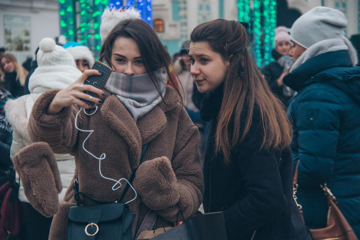Надеемся, что девушки сняли шапки только для фото
