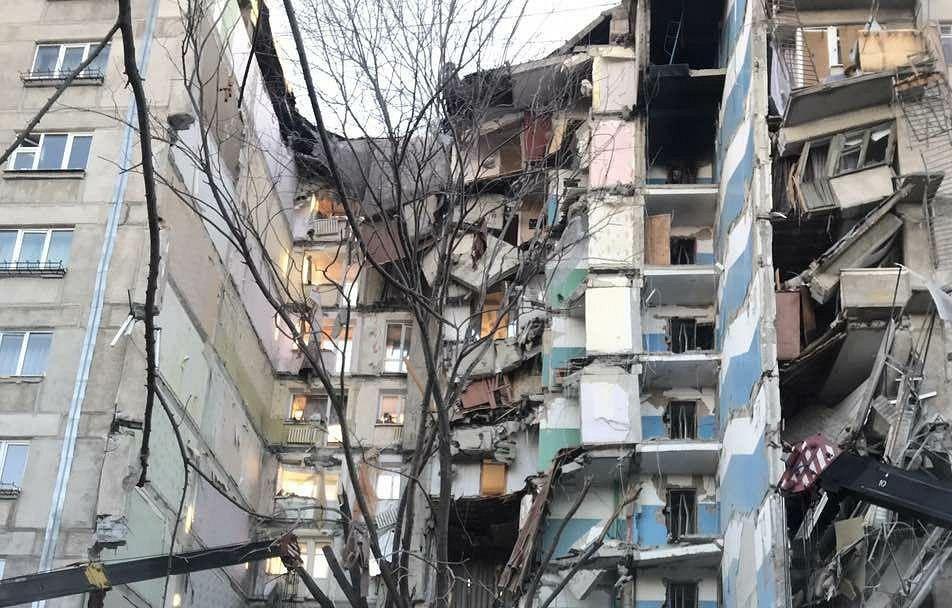 Из-за взрыва в Магнитогорске обрушился целый подъезд