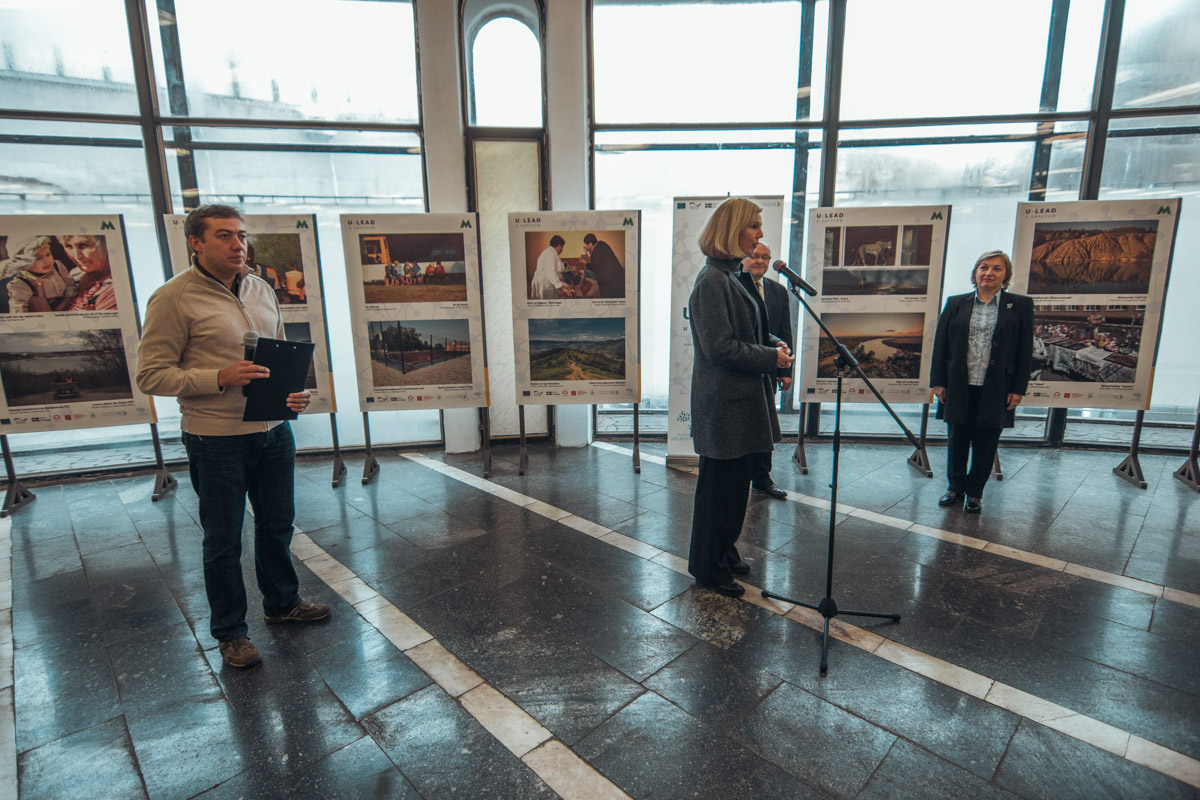 Выставка работает на станции метро Золотые ворота