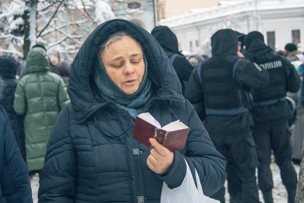 Прихожане пели и молились за вразумление депутатов