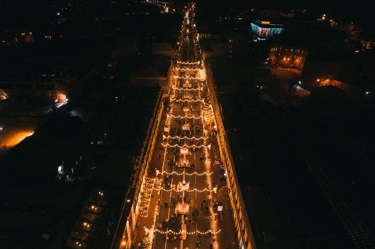 Ночной город в предпраздничном настроении
