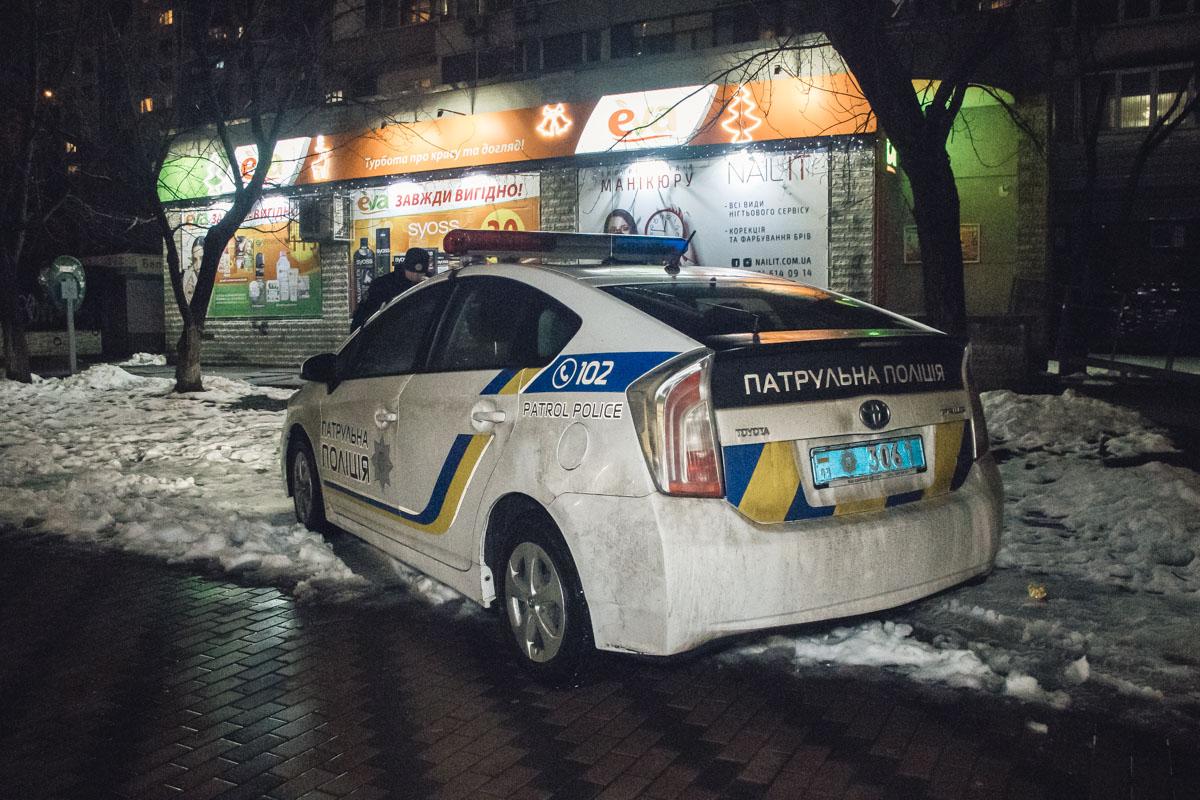 В подъезде дома по адресу Шептицкого, 1/2 14-летнего парня ударили ножом в ягодицу