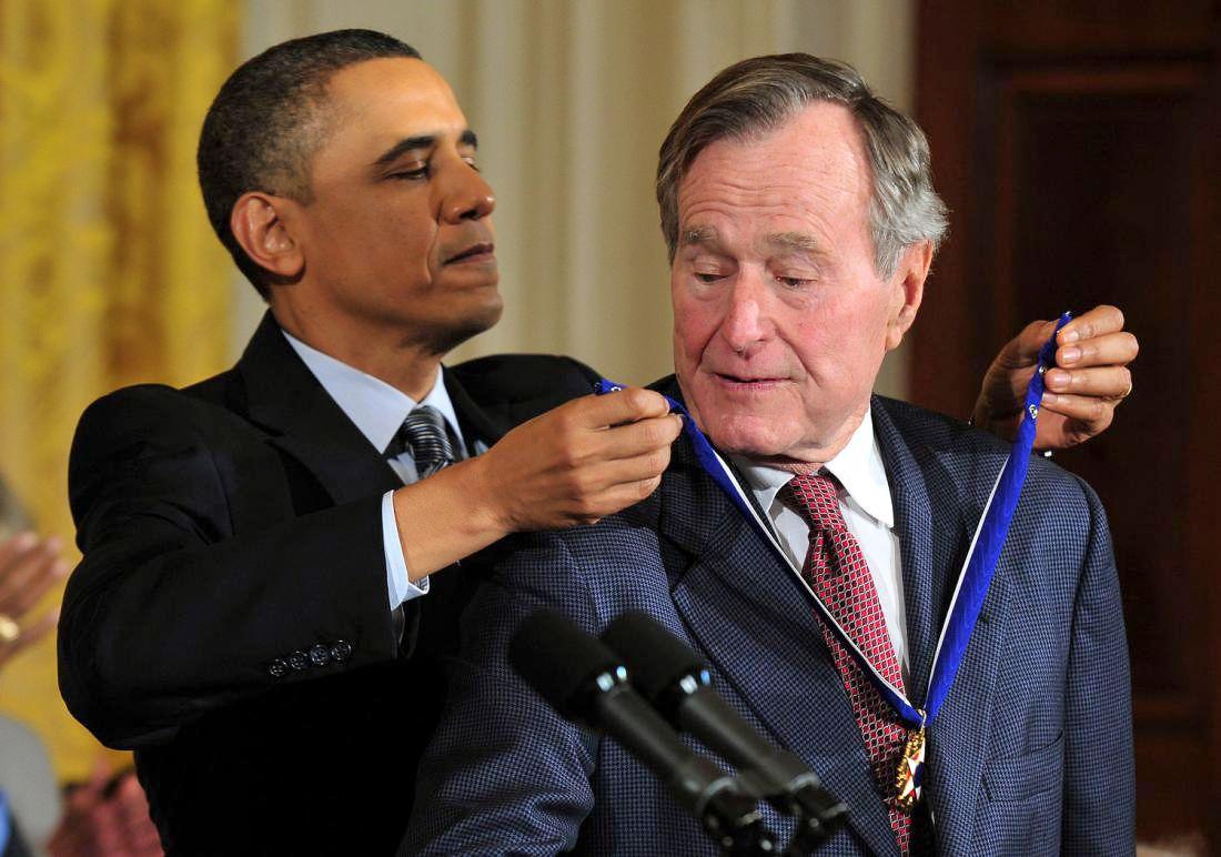 В 2010 году Буш-старший получил президентскую медаль Свободы