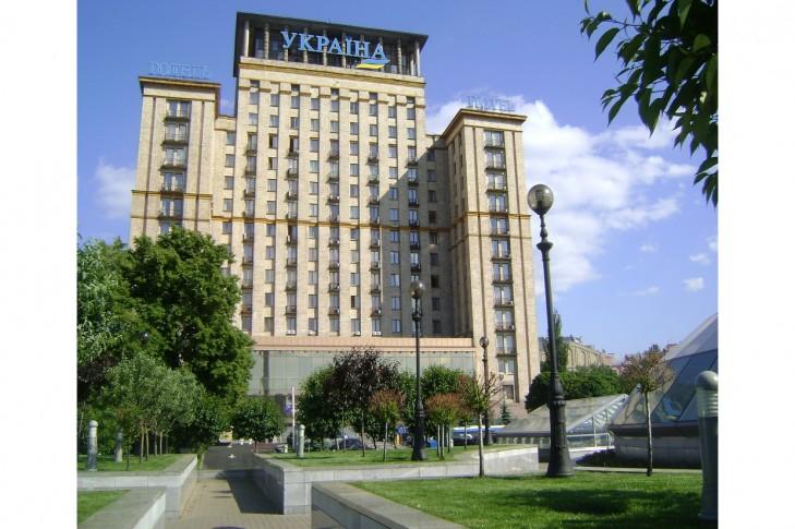 Автор петиции уверяет, что переименование гостиницы сделает ее более стильной и современной