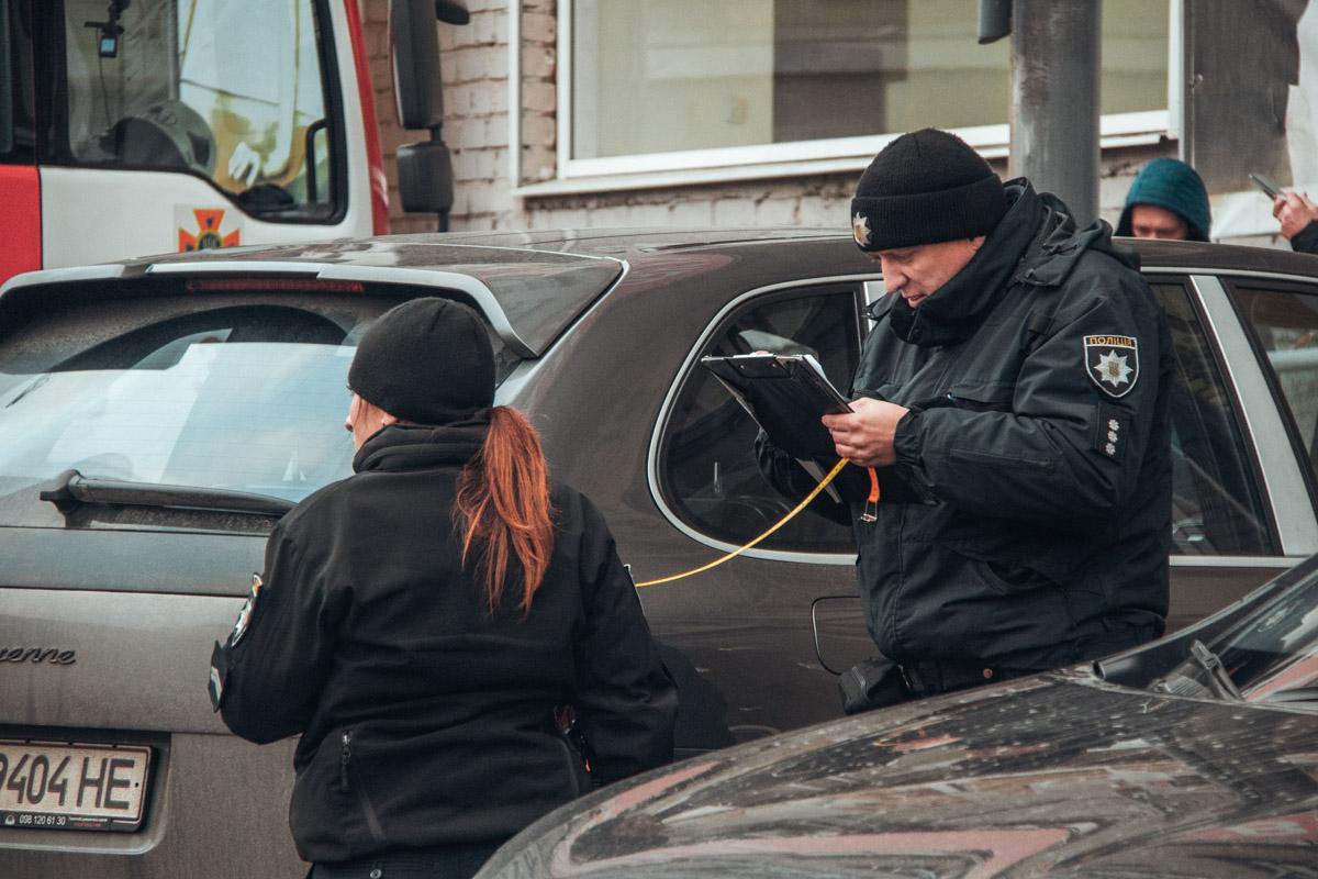 Расстреляв Nissan и завладев деньгами, неизвестные на автомобиле Volvo скрылись с места происшествия