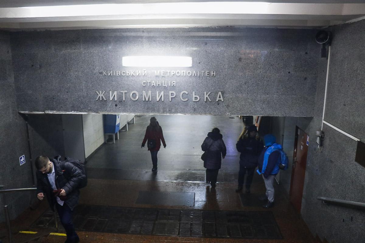 По словам очевидцев, пожилому мужчине стало плохо на входе в станцию