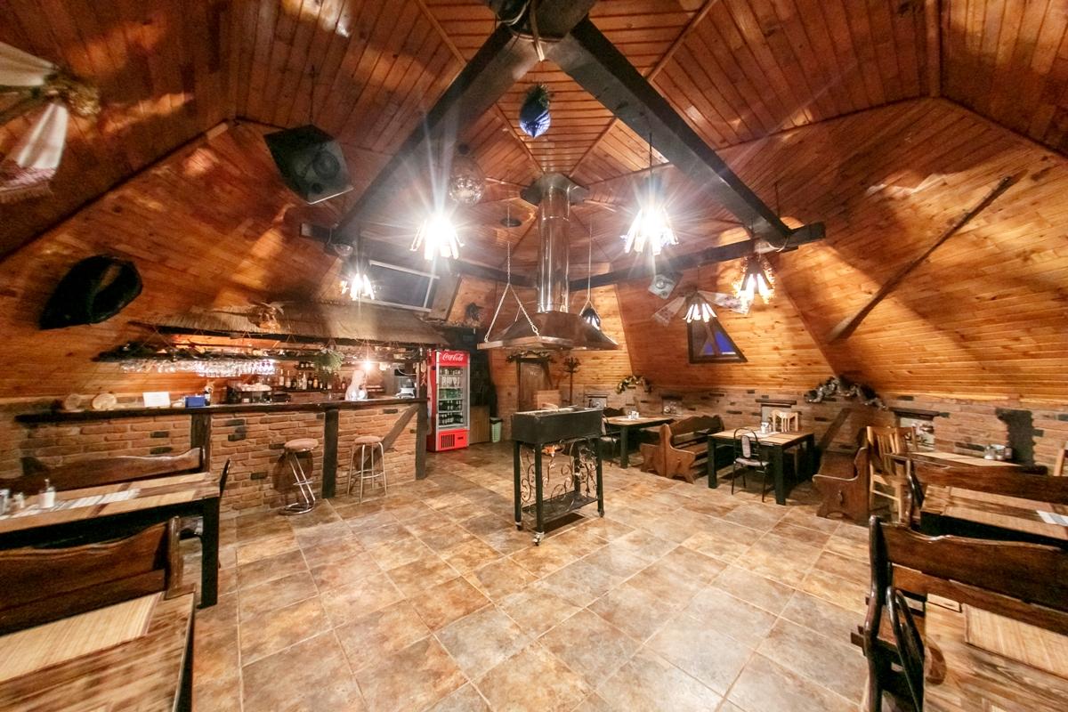 """На территории базы есть колоритный ресторан """"колыба"""" с местной кухней"""