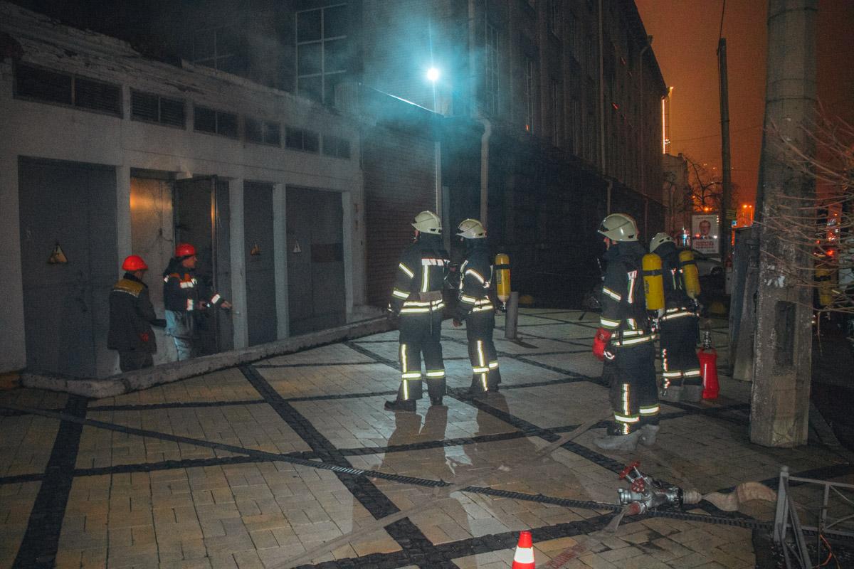 В центре Киева на улице Саксаганского загорелась трансформаторная