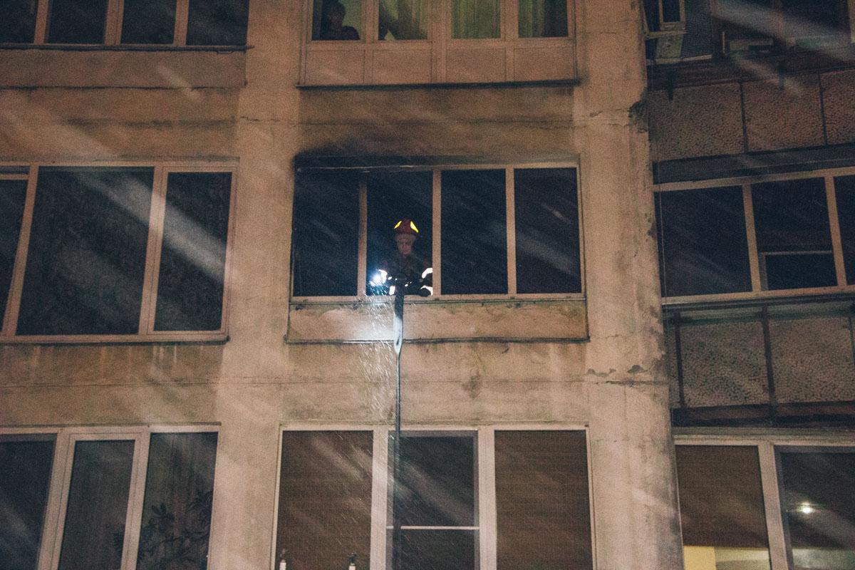 В ночь на 25 декабря в Киеве по адресу улицаШолом-Алейхема, 8 произошел пожар