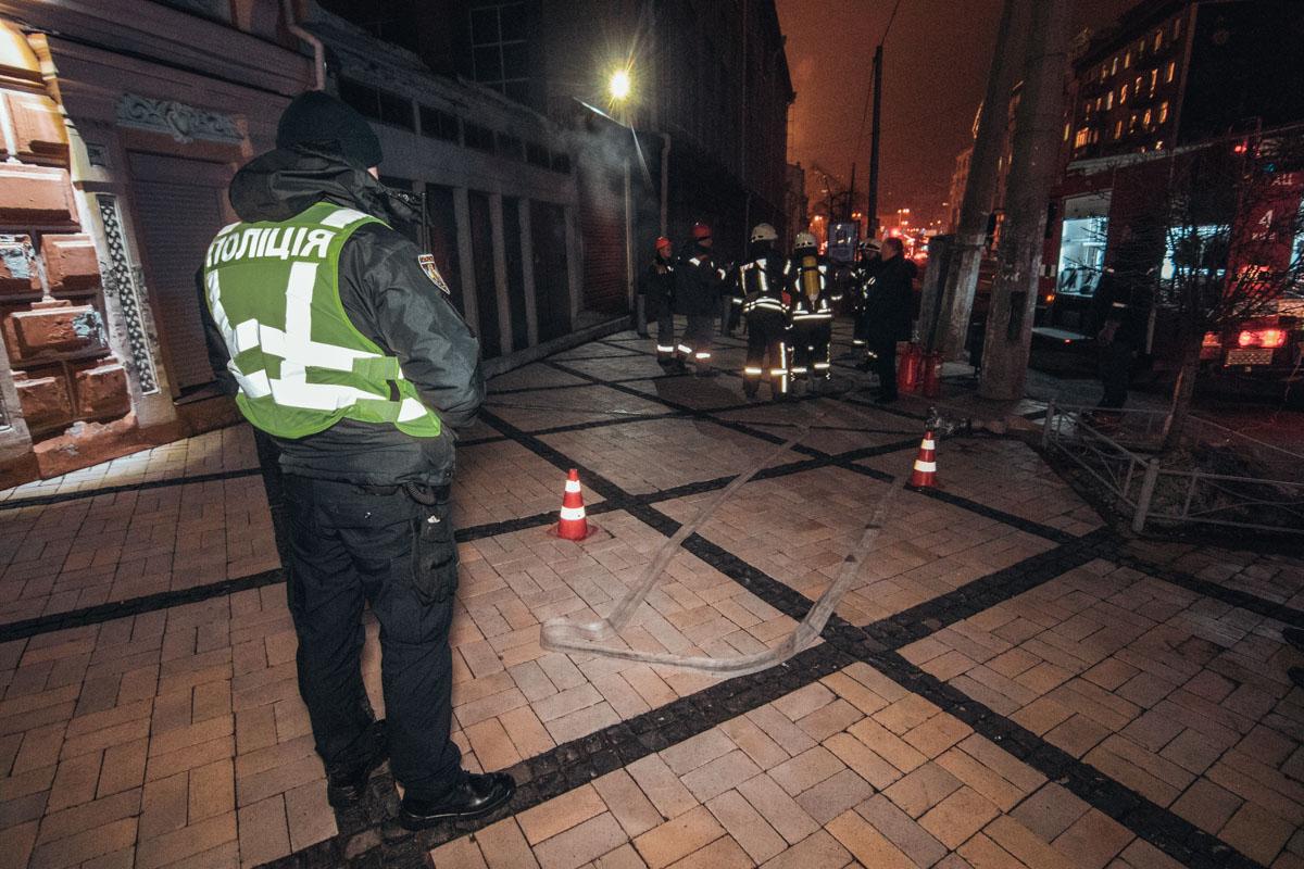 На месте дежурили полицейские и медики, а также сотрудники электросети