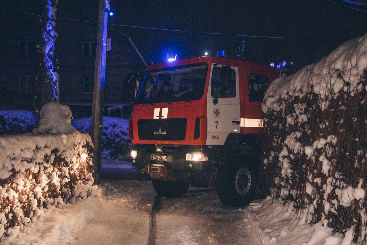 На месте работали четыре единицы основной и спасательной техники