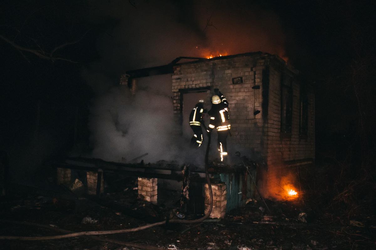 В ночь на 31 декабря в Киеве на 26-й Садовой линии произошел пожар