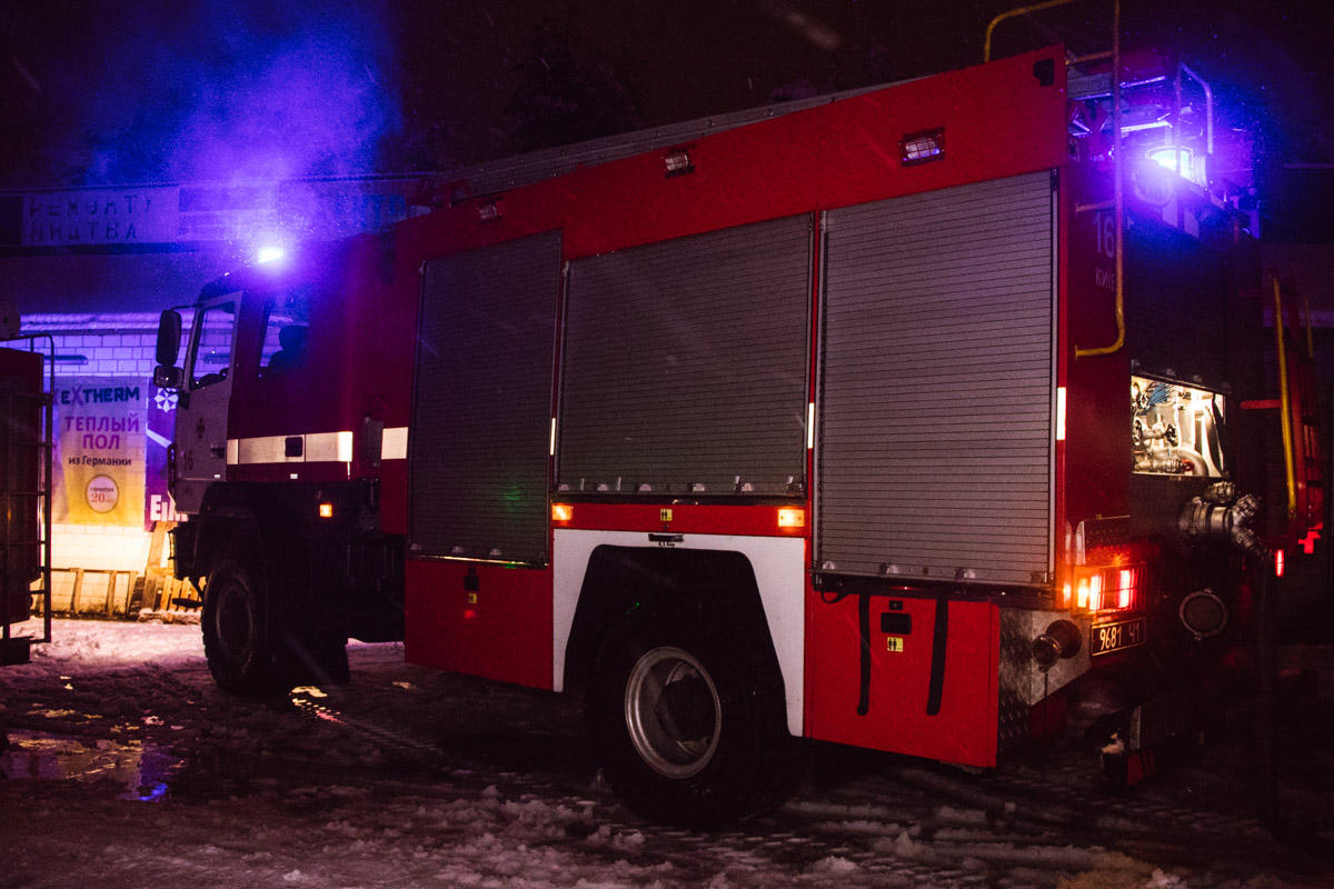 В 4:30 спасатели локализовали огонь и продолжали его ликвидировать