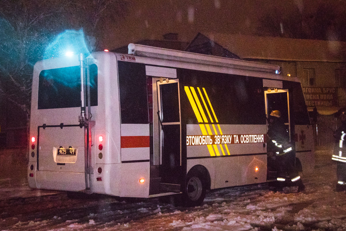 Также прибыли патрульные, две «скорые», сотрудники «Киевэнерго» и следственно-оперативная группа