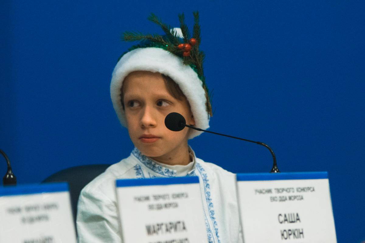Также там проведут праздничный концерт, на котором будут выступать дети: рассказывать стихи и петь песни о елочках