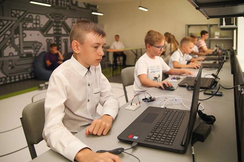 В Павлограде, Днепре, Першотравенске, Никополе, Желтых Водах, Каменском открыли школы робототехники