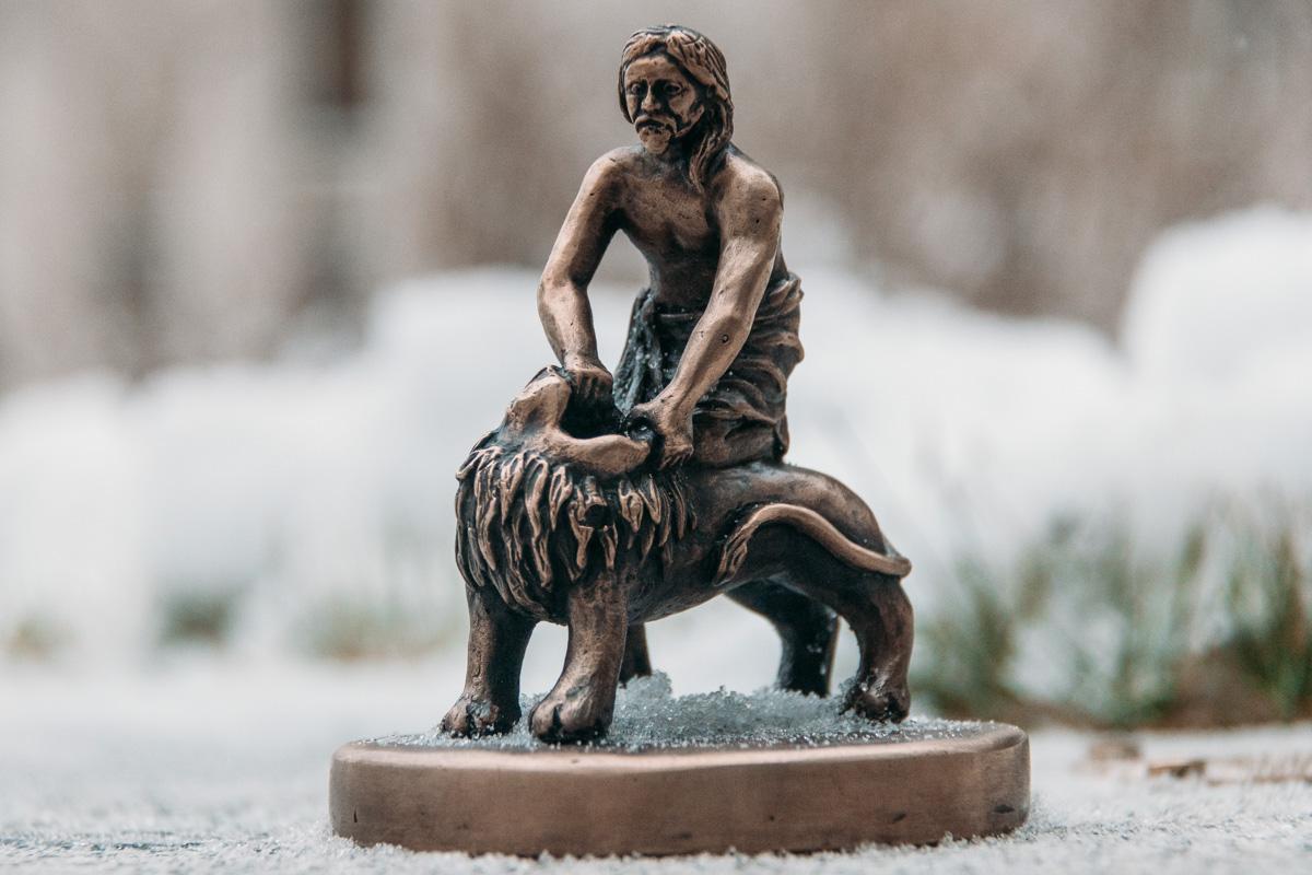 Скульптуру установили на Подоле