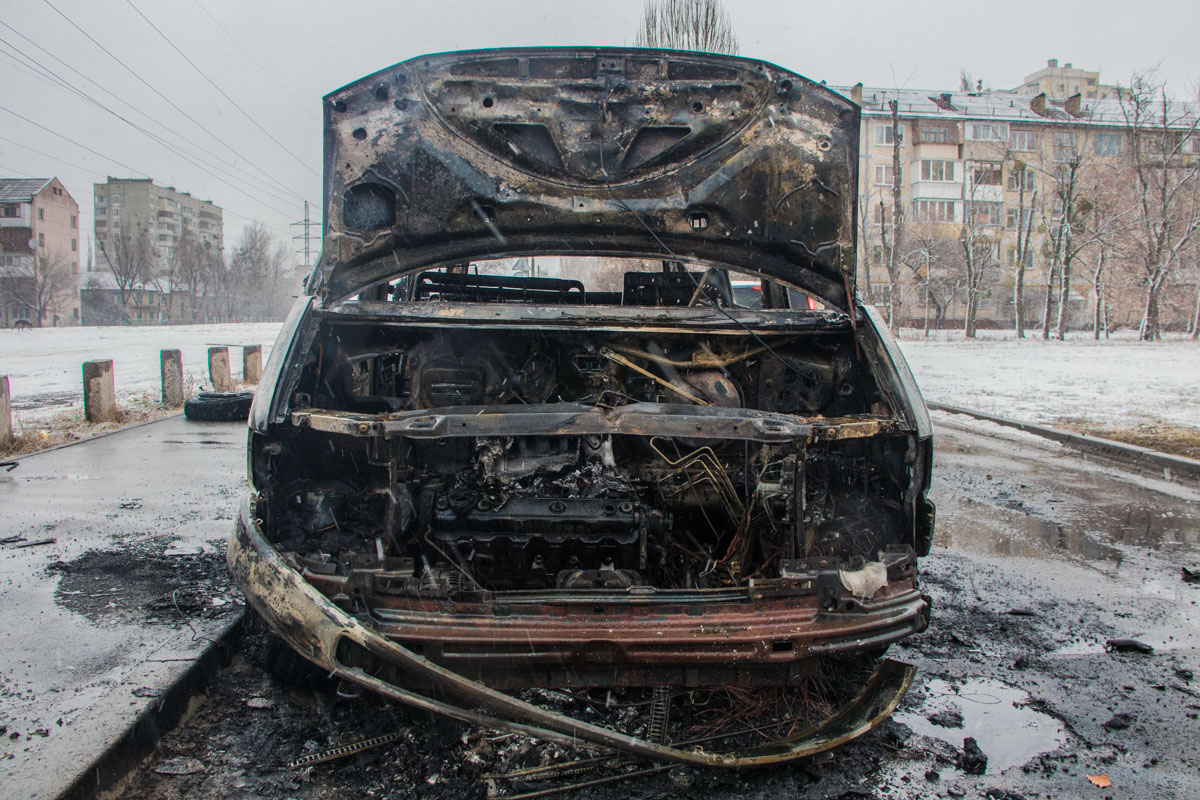Огонь полностью уничтожил машину