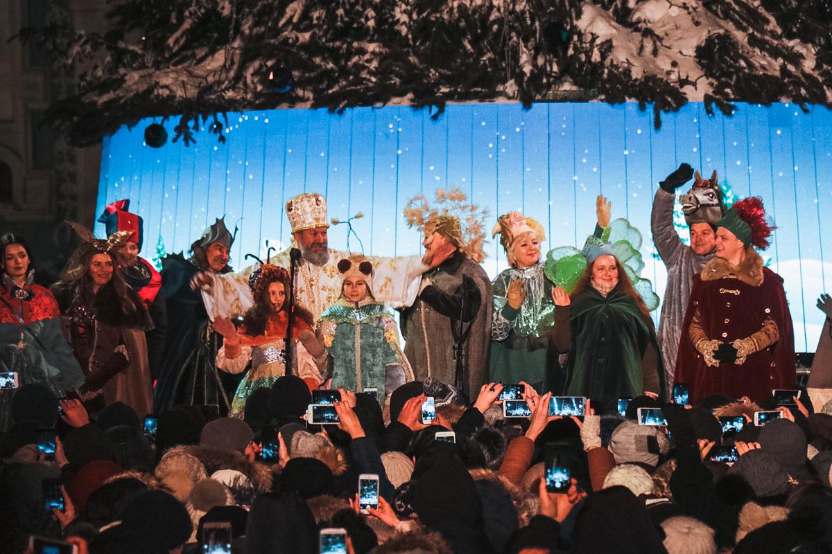 На Софийской площади показали праздничное представление в честь Дня святого Николая