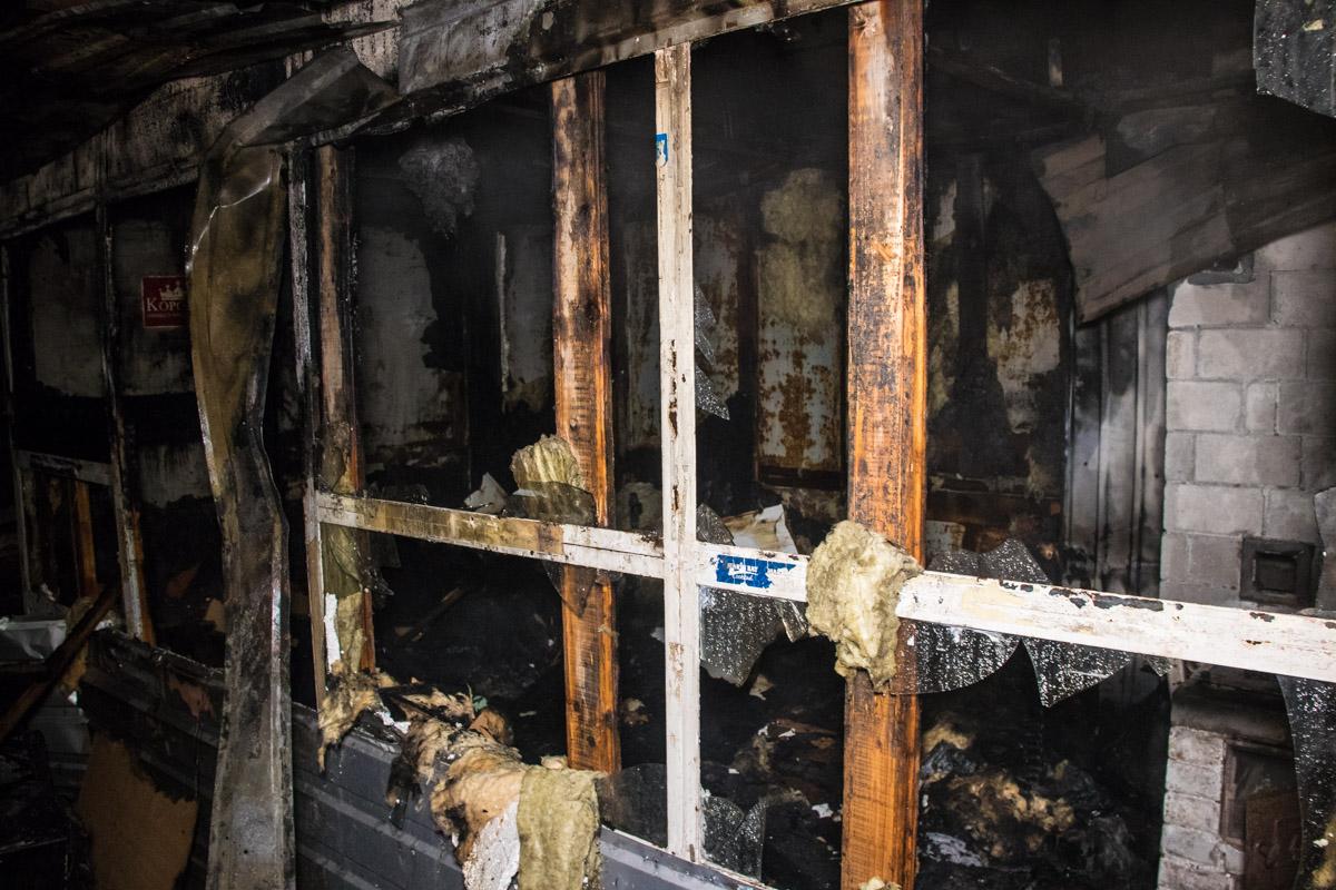 Прибывшим на место происшествия пожарным удалось оперативно ликвидировать возгорание